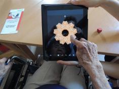práce seniorů stabletem